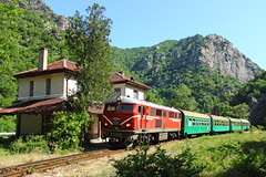 Mountain Halt (Krali Mirko) Tags: train diesel railway bulgaria locomotive narrowgauge  henschel bdz    760mm