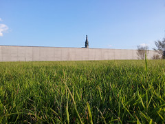 Peeking through (the726) Tags: sky grass memorial jerseycity libertystatepark