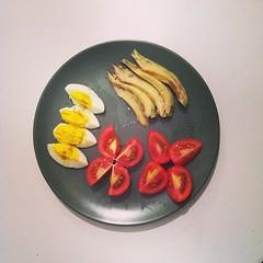 27η μέρα, βραδινό: βραστό αυγό, ντομάτες, αβοκάντο. #natachef #diet #diet #instadiet #instafood #food #healthy