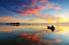 """Tranqulity III"" (tuan azizi) Tags: morning sky cloud reflection beach nature sunrise relax fire outdoor calm burning lee freeze malaysia scape boar highlight tranquil kelantan gnd singleexposure jubakarpantai tuanaziziphotography"