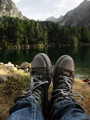 (anagarcica96) Tags: ruta lago bosque converse catalua descanso aigestortes pirineos zapatillas