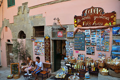 The souvenir shop (Rosanna Leung) Tags: street people italy steps unesco worldheritagesite trainstation cinqueterre footpath souvenirshop corniglia   spezia     fivelands  fivevillages    lardarina fivevillage