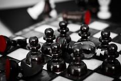 Revolution II (Fulano_photographe) Tags: chess revolution rey revolución ajedrez roi tablero jeux pion peón dechec