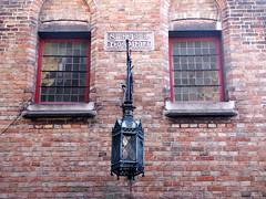 Façade de l'hôpital Saint-Jean à Bruges (alain_halter) Tags: lanterne belgique brique bruges façade fenêtres fentres faade régionflamande