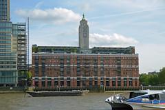 """Queen Elizabeth"" & London (Gnter Hentschel) Tags: city england people london tower water big nikon wasser bigben menschen stadt gb southampton winchester sonne weltstadt nikond3200 d3200"