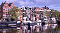 Doubles vies ****- O (Titole) Tags: façades titole amsterdam boats nicolefaton city amstel buildings thechallengefactory herowinner storybookwinner thumbsup challengegamewinner friendlychallenges perpetualchallenge gamewinner challengeyouwinner