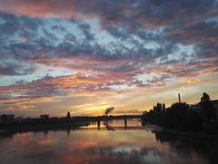 Plus d'motions que des mots.. (AlbinMarffy) Tags: ciel coucherdesoleil nantes nature couleur nuage exterieur crpuscule calme eau