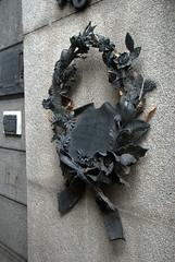 Metal Wreath (VinayakH) Tags: tombs tomb recoletacemetery recoleta larecoletacemetery cemetery buenosaires graves argentina latinamerica southamerica mausoleum artnouveau artdeco neogothic baroque architecture