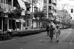 mira xico, si ja est tot preparat (pepe amestoy) Tags: streetphotography people blackandwhite moros cristians elcampello spain fujifilm xe1 carl zeiss t planar 250 zm leica m mount