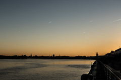Sunset and planes (Niklaos) Tags: planes avions sky ciel bleu blue sea water gironde garonne bay town city cityscape landscape dawn aube stars toiles