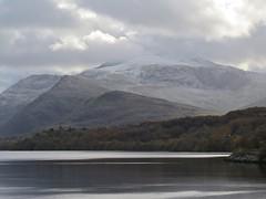 6017 Snow on Yr Wyddfa - Mt Snowdon (Andy - Busyyyyyyyyy) Tags: 20161118 autumncolour lake lll llynpadarn mmm mountain mtsnowdon snow sss water www