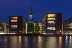 quartier Christianshavn - Copenhague (Fabinambule) Tags: copenhague christianshavn reflet heurebleue eglisesaintsauveur quartierdaffaires canon 1855 100d fabienensarguex fabinambule danemark reflexion architecture