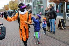 Orange is a popular colour in Holland (Davydutchy) Tags: dejouwer joure fryslân friesland frisia frise netherlands niederlande nederland paysbas sinterklaas sint sintnicolaas pieterbaas zwarte piet black pete peter parade intocht optocht orange dutch tradition children feast party fest november 2016