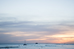Sunset (daniellih) Tags: 2016 october oahu hawaii freelensing freelens freelancer freelense waikikibeach waikiki beach people water shore bay tropic outdoor nature landscape scape goldenhour dusk sunset sky color island tropics tropical