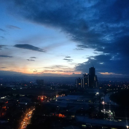 Good Morning Monday! #goodmorningworld #monday #sunriser #earlybird #aspiretower #nuvocity #quezoncity #eastwoodcity #offtoworkigo