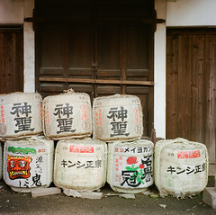 Stacked tribute (Wunkai) Tags: 120 6x6 tlr japan mediumformat geotagged temple kyoto wine sake tribute  fushimimomoyama   twinlensreflexcamera    geo:tool=yuancc   rolleiflex35fxenotar kodaknewportra400  chkenji geo:lat=34928254 geo:lon=135761173