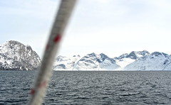 Edurne_Pasaban_Expedicion_Aventura_Groenlandia_Greenland_barco_Peak_Performance_fiordos_dia_13_mayo (edurnepasaban) Tags: snow mountains ice expedition nieve performance peak adventure virgin greenland hielo montaas aventura virgenes groenlandia expedicion edurnepasaban