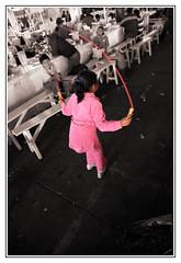 Il mercato in libertà (Toka83) Tags: peru children cusco perù mercato bambina perou corda touchofcolor tradizione cuzo saltarecorda
