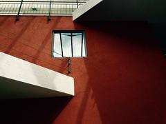 Rot-weie Schatten (Dominic Eltjes) Tags: al schatten farben flur iphone gelnder