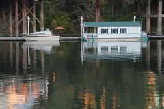 Quiet Afternoon (Sally Chisom) Tags: houseboat boat sacramentoriver river water sallychisomphotos