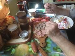 Завтрак чемпиона (GrusiaKot) Tags: ucraina ukraine україна украина travelling autumn home family grandpa breakfast food kharkiv kharkov colazioene домашний завтрак