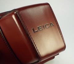 Leicaflex case... (www.yashicasailorboy.com) Tags: leica leicaflex sl camera case leather germany 1960s brown logo fujifilm finepix