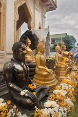 Hermit and Buddha's at Wat Traimit (Turnerevil) Tags: hermit southeastasia2016 bangkok krungthepmahanakhon thailand th