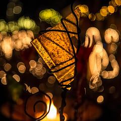 Glasscherbe (novofotoo) Tags: glasscherbe kerzenlicht mehrfarbig weihnachtsmarkt winter brokenglass candlelight multicolored