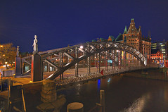 Brooksbrcke (matt.koerner1) Tags: night germany deutschland pentax nacht hamburg warehousedistrict matthias hdr speicherstadt k7 krner zollkanal sigma1020 brooksbrcke mattkoerner1
