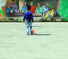 E sotto il sole che fulmina i cortili (meghimeg) Tags: ball children football play bambini lavagna 2012 gioco palla affresco murale