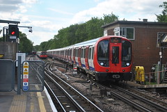 S Stock 21069 arrives at Rayners Lane (George-Odlum Transport Photography) Tags: london underground met metropolitan harrow raynerslane 21069 sstock 1973ts