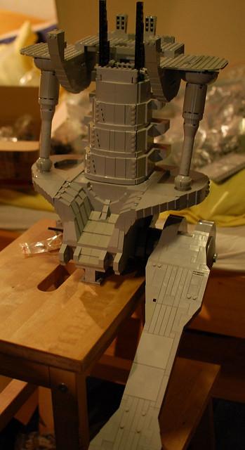 總數15000片!樂高打造出真實比例T-800