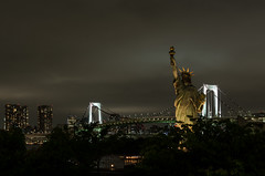 Statue of Liberty (beeldmark) Tags: city bridge japan night tokyo nacht  nippon odaiba statueofliberty brug nihon stad rainbowbridge thisisnotamerica shalalalala beeldmark nothisisnot