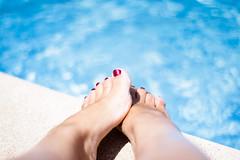 50mm (susivinh) Tags: summer vacation holiday feet water fix relax 50mm agua toes break piscina swimmingpool edge pies dedos verano poolside relaxation relaxed vacaciones toenails shimmer borde bordillo relajacin relajada