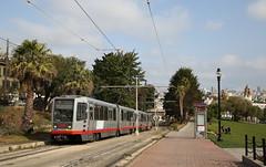 Up the hill (Maurits van den Toorn) Tags: tram tramway tranvia streetcar lrv lightrail strassenbahn stadtbahn muni sanfrancisco usa vs park mission dolores palm palmtree tree boom baum