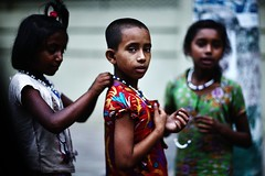 The Pearls Of Chittagong (N A Y E E M) Tags: girls beggars poverty children necklace beads candid portrait afternoon street crbroad chittagong bangladesh carwindow