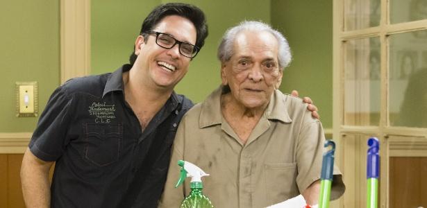 Após passar mais de um mês internado, ator Lúcio Mauro deixa hospital