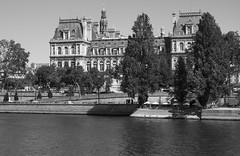 Htel de Ville (Ed Tottenham) Tags: hteldeville 75004paris paris france seine riverseine