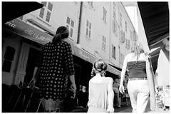 Menton Vielle Ville (Pascal-Nicol) Tags: pietonne rue ville menton franchriviera people blackwite village shopping tourisme touriste marchand souvenir