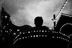 (formwandlah) Tags: kaiserslautern jahrmakrt kerwe vergnügungsmarkt riesenrad street photography streetphotography silhouette silhouettes silhouetten dark mysteriös mysterious strange skary gloomy melancholic melancholisch noir urban candid city abstrakt abstract skurril bizarr sureal dunkel darkness light bw blackwhite black white sw monochrom high contrast ricoh gr pentax formwandlah thorsten prinz einfarbig surreal schwarzer hintergrund geisterbahn ghost train