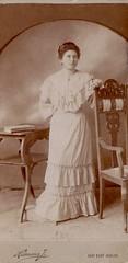 Nagyszentmiklós (Ferencdiak) Tags: temes nagyszentmiklós heimann századforduló turnofthecentury bánság szék asztal fehér ruha nő portré portrait woman white chair table old