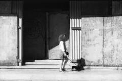 Milano (Valt3r Rav3ra - DEVOted!) Tags: nikonf90x nikon analogico milano film 35mm ilford ilfordfp4 valt3r valterravera visioniurbane urbanvisions streetphotography street bw biancoenero blackandwhite