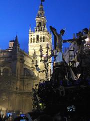 Sevilla Semana Santa (alvaro31416) Tags: sevilla semanasanta procesion giralda noche