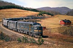 WM, Cumberland, Maryland, 1975 (railphotoart) Tags: eb helmstetter stillimage cumberland maryland unitedstates wm 64 emd f7 westernmaryland curve train railroad