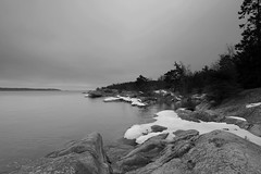 Moody (grwsh.marcel) Tags: sky bw white lake snow black ice canon grey gris meer sneeuw lac 7d zwart wit 1022mm archipelago blackdiamond grijs ijs zw canon7d