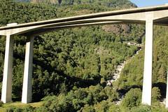 Biaschina - Viadukt ( it. Viadotto della Biaschina ) in der Biaschina der Gotthardautobahn - Nationalstrasse A2 bei Giornico in der Leventina im Kanton Tessin - Ticino in der Schweiz (chrchr_75) Tags: bridge schweiz switzerland tessin suisse swiss august pont christoph svizzera brücke a2 suissa chrigu 1308 2013 chrchr kantontessin hurni kantonticino chrchr75 nationalstrasse chriguhurni august2013 gotthardautobahn chriguhurnibluemailch