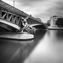 Pont Mirabeau (PLF Photographie) Tags: bridge white black canon big long exposure noir mark exposition filter ii lee pont 5d blanc f4 1740 stopper mirabeau longue architecuture