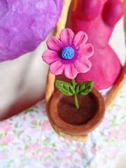 Meu Jardim II - My Garden II (Carla Scheffer) Tags: papiermache papermache flowervase papelmache vasodeflor papermachedoll carlascheffer bonecapapelmache