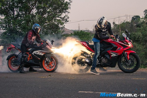 Pulsar-RS-200-vs-KTM-RC-200-12