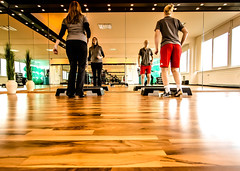 Fitness-Studio (pyrolim) Tags: fitness fitnessstudio spiegel fusboden springe jumping workout girls